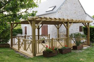 Terrasse en bois avec pergolas